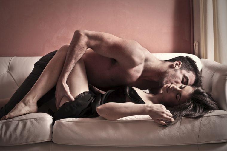 Očajan ljubavnik i njegove navike: Menja pozu svaka 2 minuta, previše ispituje tokom seksa