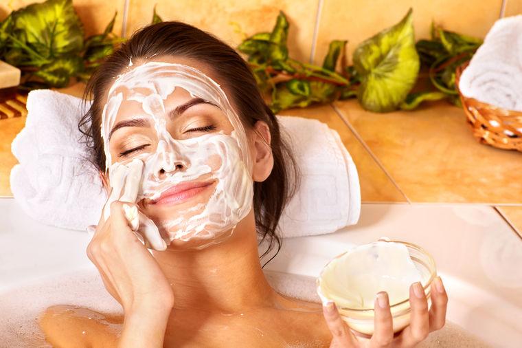 Ogulite mitesere sa lica: Maska od dva sastojka iz kućne radinosti!