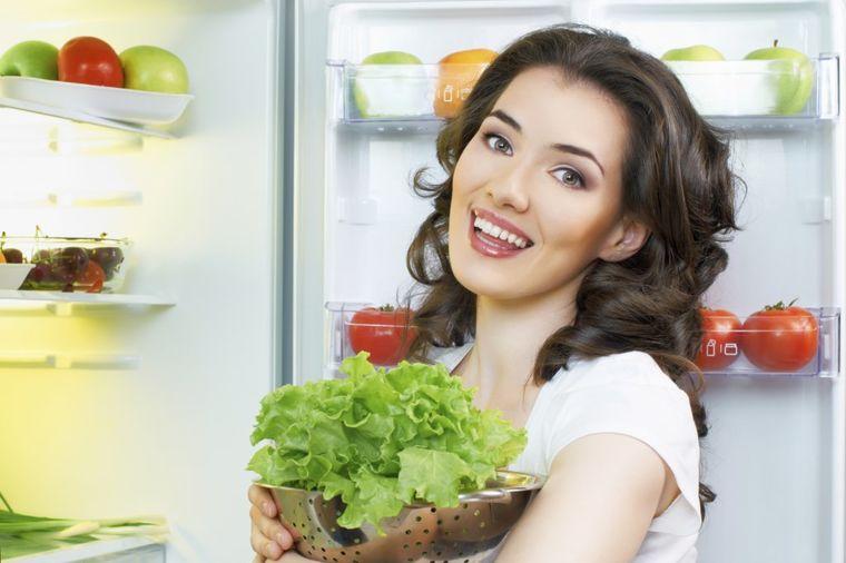 Trik iz kuhinje: Evo kako da vam zelena salata, mladi luk i peršun ostanu sveži i do 7 dana!
