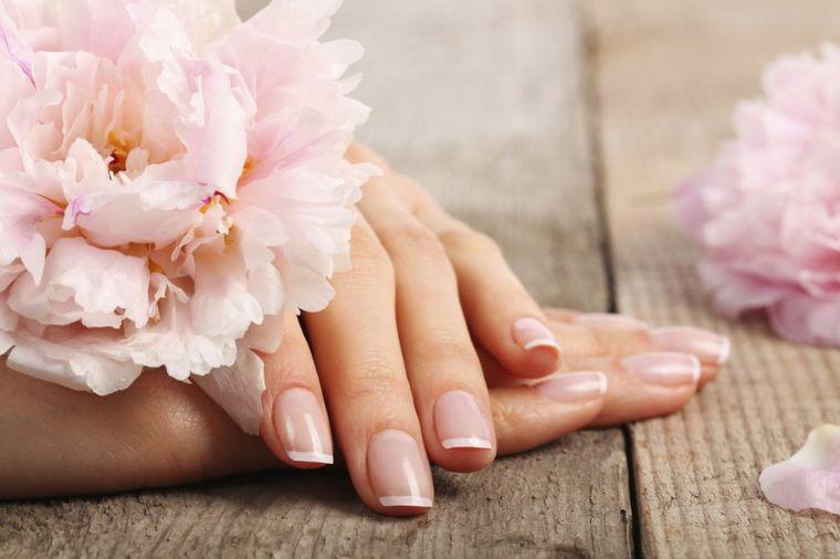 Morska so, voda i limun: Narodni recept za lepe nokte!