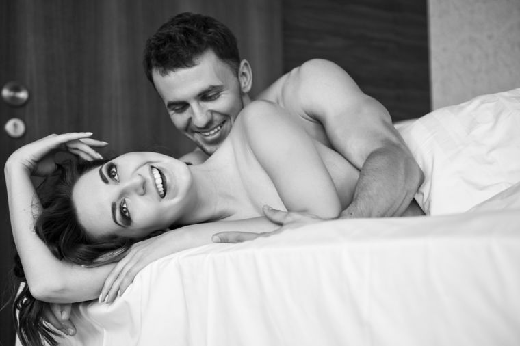 3 seksualne poze za izuzetno obdarene muškarce: Isprobajte bočno sedlo, blizance i majmuna!