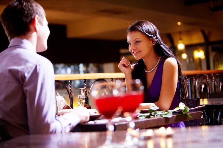 Izveo devojku na večeru, a u tanjiru pronašao pravo malo bogatstvo!