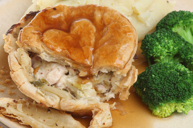 Kvrguša: Pita nad pitama, sočno i toplo jelo za celu porodicu! (RECEPT)