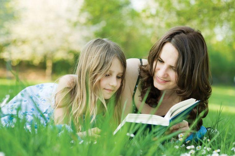 Neka vas godine ne sprečavaju: Učenje stranih jezika usporava starenje mozga!