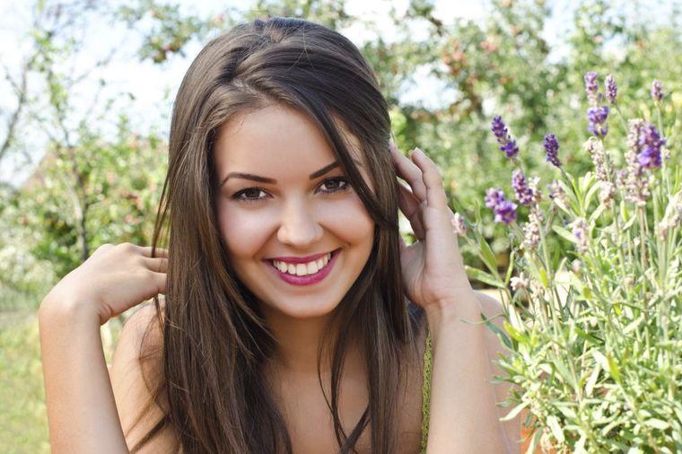 Kako sam izbelela zube kod kuće: Liz otkriva svoj recept za blistav osmeh (VIDEO)