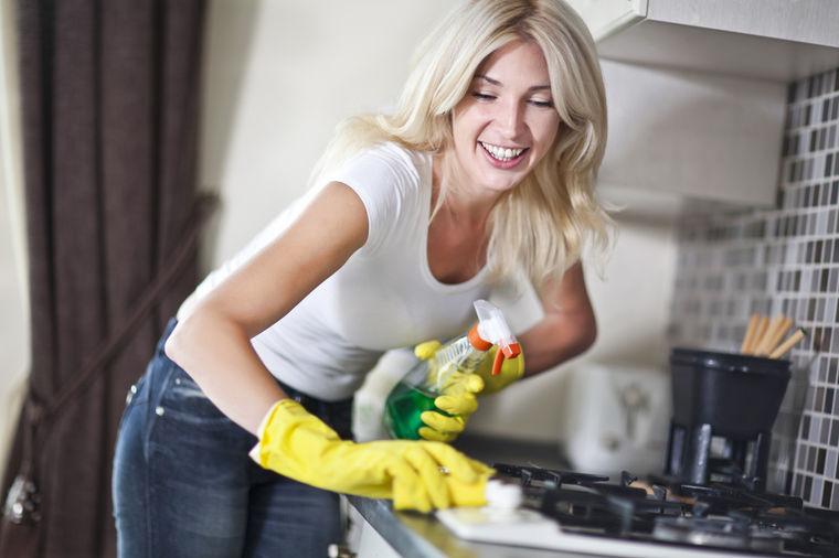 Čistite manje i sačuvajte stvari od propadanja: Pažljivo koristite peškire, štedite drvene podove