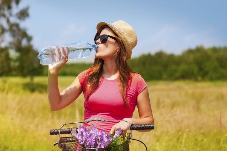 Koliki je stvarno rok trajanja flaširane vode: Ostaćete bez teksta!