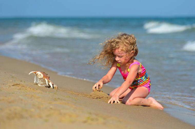 Evo kako da zaštitite dete od sunca: Sprečite toplotni udar, sunčanicu i slepilo!