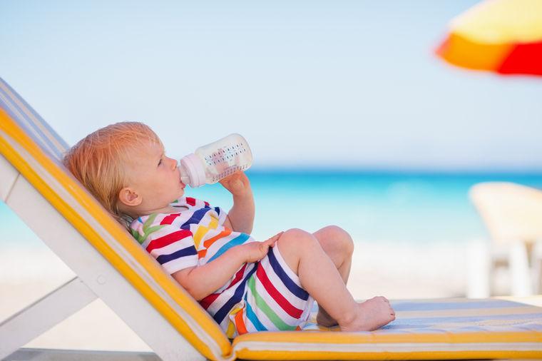 Beba na plaži, Shutterstock