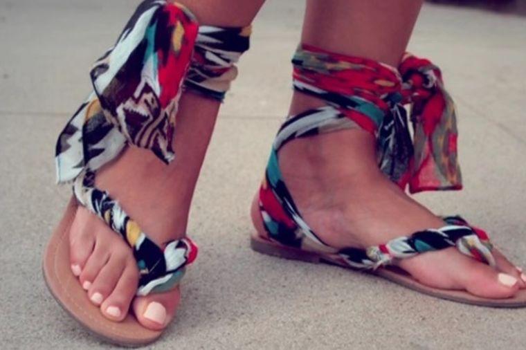 Napravite same šik letnje sandale za svaki dan: Za samo 5 minuta! (VIDEO)