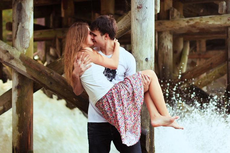 Ljubav-romantika - Page 6 Zaljubljeni-par-1408032955-44236