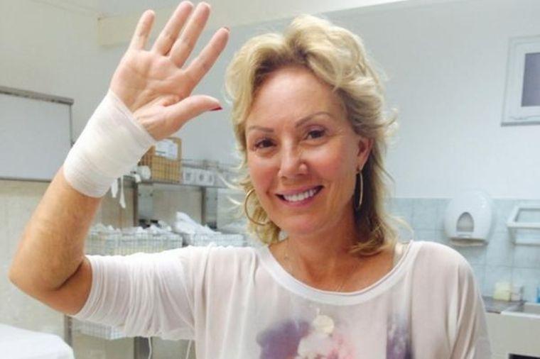 Lepa Brena skinula gips sa desne ruke: Hvala mojoj porodici i svima koji su bili uz mene! (FOTO)