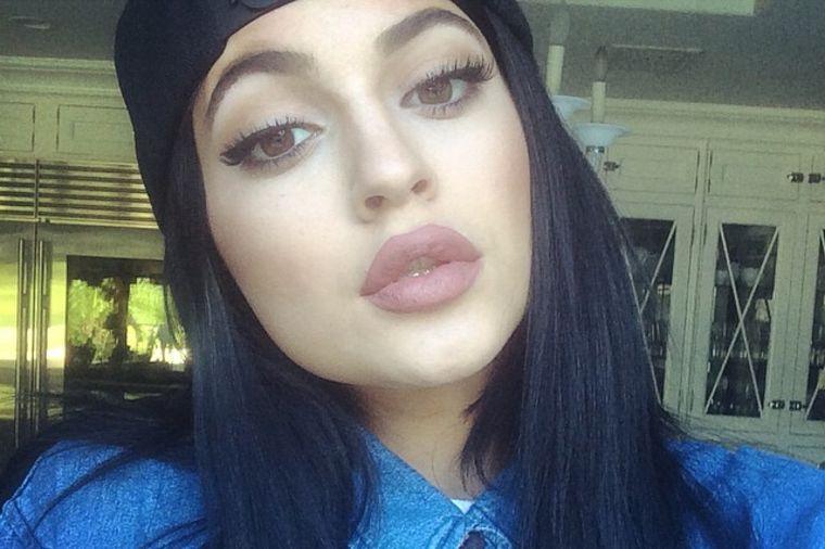 Kajli Džener sa 17 godina prepumpala usne: Previše se ugleda na sestru Kim Kardašijan! (FOTO)