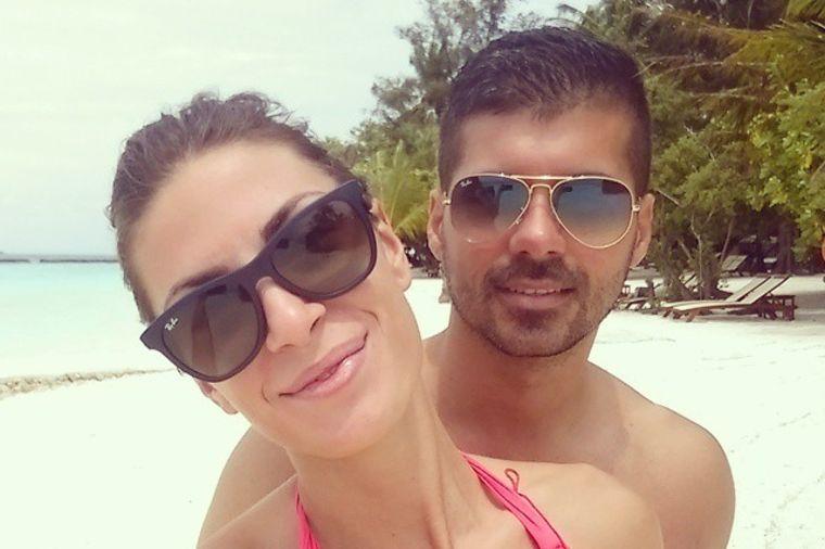 Seksi Ivana Španović sa verenikom na Maldivima: Pohvalila se tetovažom preko celih leđa! (FOTO)