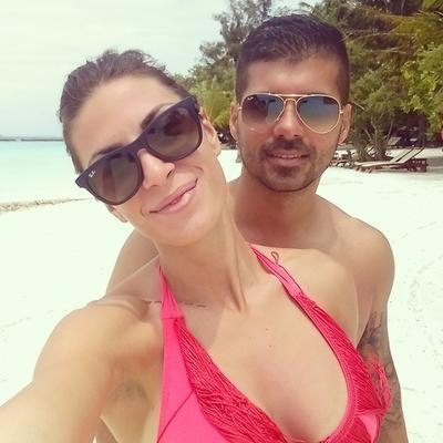 Seksi Ivana Španović sa vernikom na Maldivima: Pohvalila se tetovažom preko celih leđa! (FOTO)