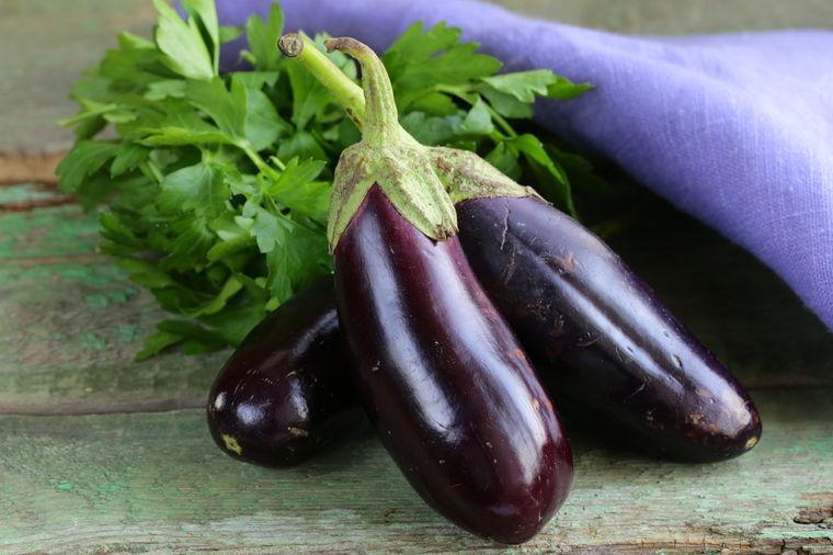 Plavi patlidžan je mnogo više od povrća: Potpuno čisti creva od otrova!