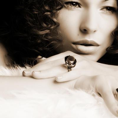 Šta prstenje govori o vašoj ličnosti: Četvrtasti odaje prefinjen ukus, oblik suze samostalnu osobu!