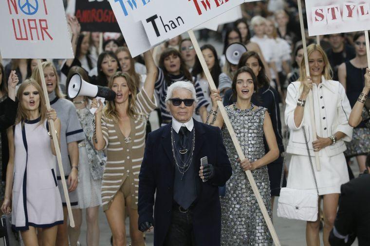 Šanel na Nedelji mode u Parizu: Lagerfild izveo modu na ulice (FOTO, VIDEO)