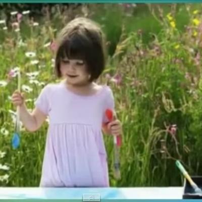 Ima samo 5 godina, a stvara remek-dela: Neverovatan talenat devojčice obolele od autizma (VIDEO)