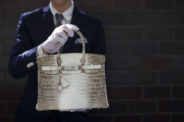Skandal: Kupci vraćaju Hermes torbe jer se osećaju na marihuanu!