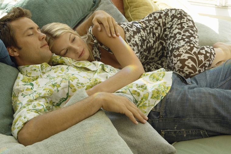 Zašto više niko ne želi seks na kauču: Parovi prestrašeni!