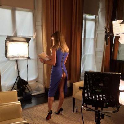 Raskopčala haljinu: Jedna od najzgodnijih voditeljki pokazala golu guzu! (FOTO)