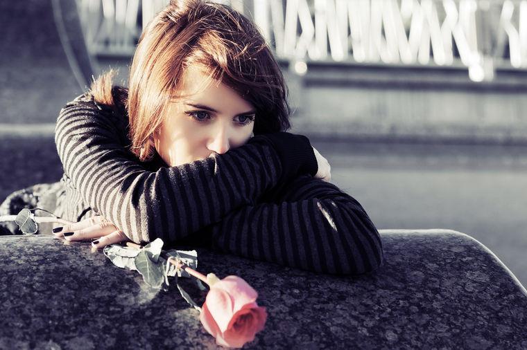 5 stvari koje žena ne sme da radi nakon raskida: Ne pokušavajte da mu budete drugarica!