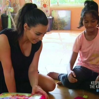 Da me usvoji Kim Kardašijan? Radije ću živeti u bedi na Tajlandu: Devojčica odbila starletu! (FOTO)