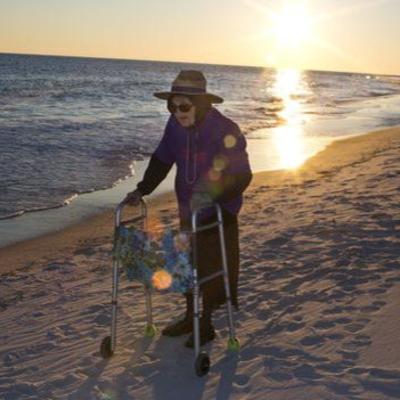 Bakica pred 101. rođendan prvi put videla okean: Sada znam kako plaža izgleda (ViDEO)
