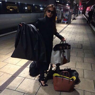 Viktorija Bekam putuje vozom: Slikanje sa oduševljenim fanovima! (FOTO)