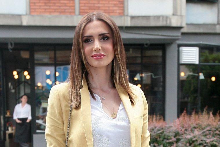 Emina Jahović nestrpljivo čeka praznike: Već okitila jelku! (FOTO)