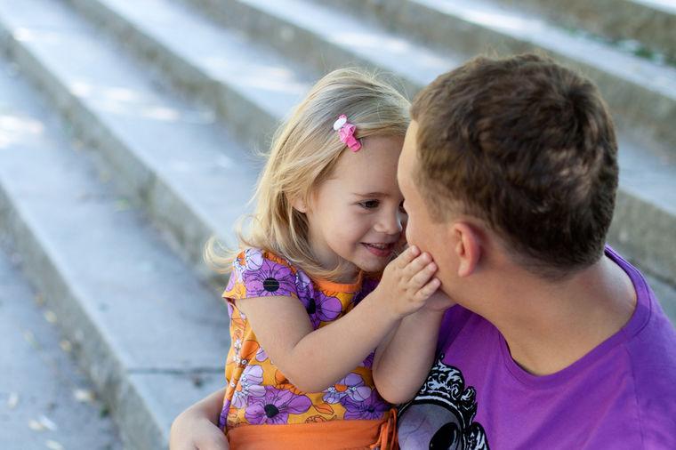 Image result for Roditelji, prst na čelo: Poučna priča o ocu i ćerki koju svako treba da pročita