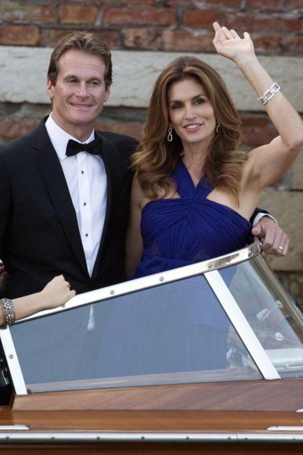 Sindi sa suprugom na Klunijevom venčanju