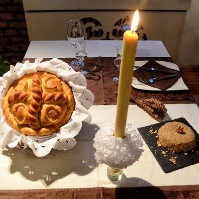Glavna zvezda slavske trpeze: Napravite i ukrasite slavski kolač prema starom receptu! (FOTO)