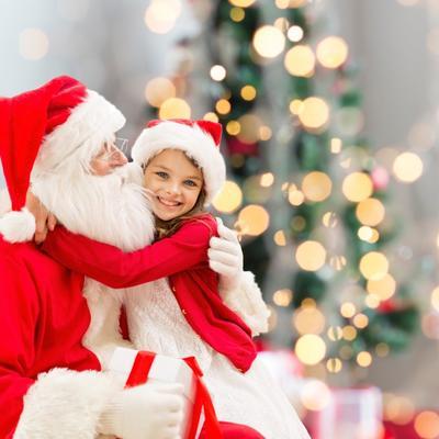 Ovo je pravi Deda Mraz: Naučio znakovni jezik i oduševio gluvu devojčicu (VIDEO)