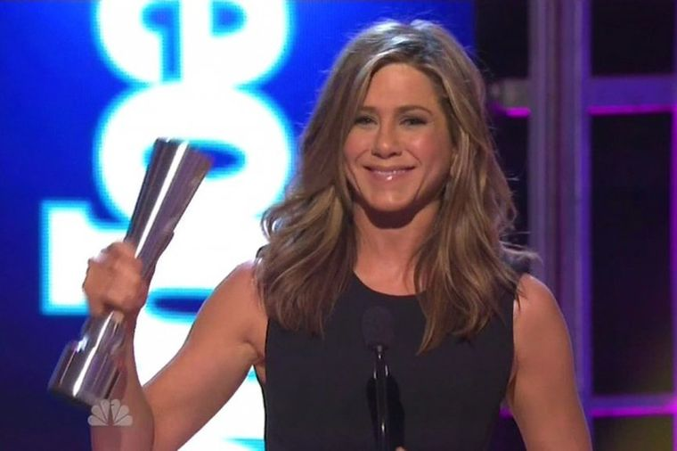 Dženifer Aniston dirnuta laskavom nagradom: Emotivni govor i haljina o kojoj svi pričaju! (FOTO)