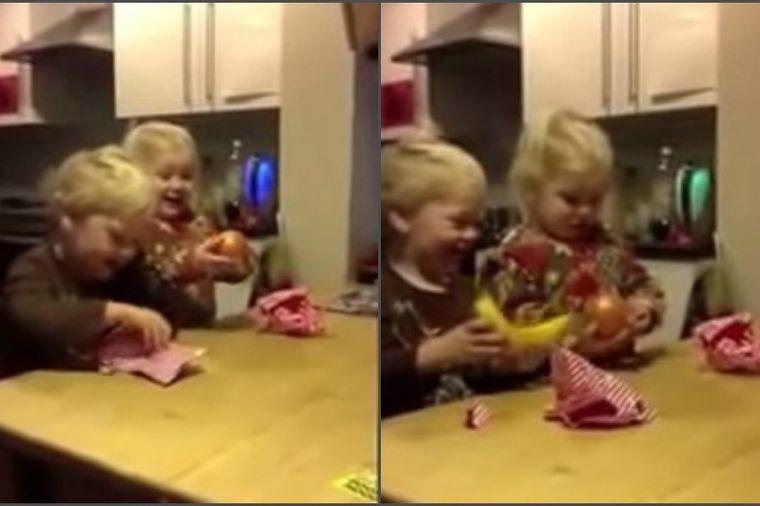 Deca za poželeti: Dobili užasne poklone za Božić, a uopšte nisu razočarani! (VIDEO)