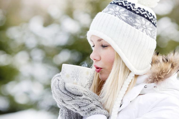 Najukusniji melem za upaljeno grlo: Napravite domaći čaj od zove koji eliminiše kašalj!