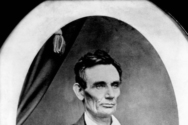 Vrlo uspešna aukcija: Pramen kose Abrahama Linkolna prodat za 25.000 dolara!