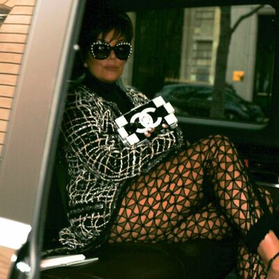 Ima li ogledalo: Mama Kardašijan (59) u providnim pantalonama prešla sve granice ukusa! (FOTO)