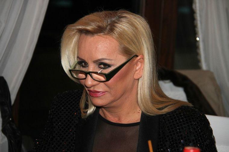 <b>Vesna Zmijanac</b>: Neću se opustiti sve dok Nikolija ne prestane da peva! - vesna-zmijanac-1423518999-54386