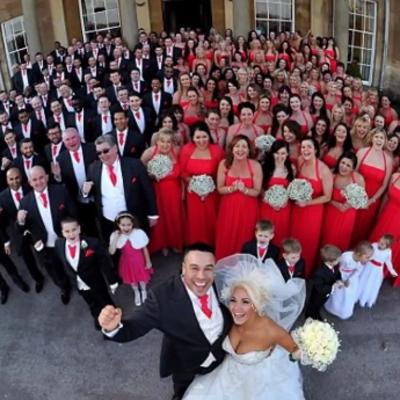 Nije bilo mesta za druge goste: Venčali se u pratnji 233 devera i deveruša! (FOTO)