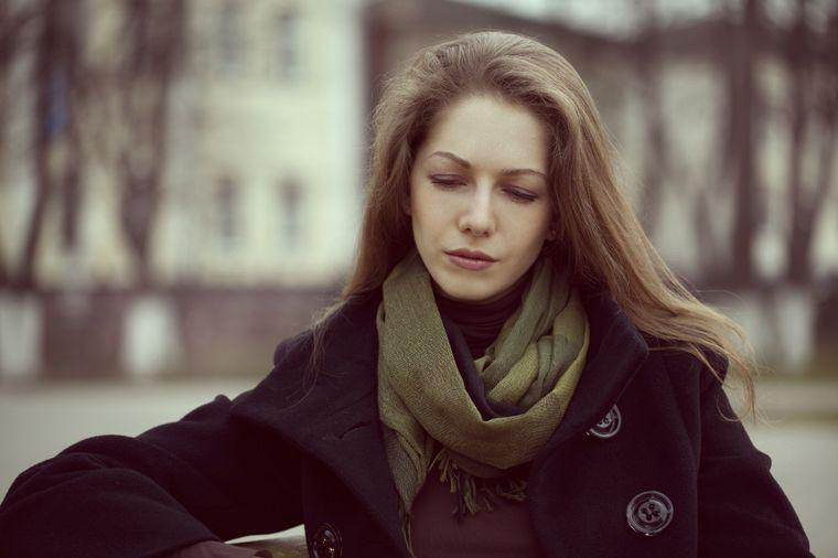 Kupila šminku na internetu i gorko se pokajala: Zamalo ostala bez očiju!