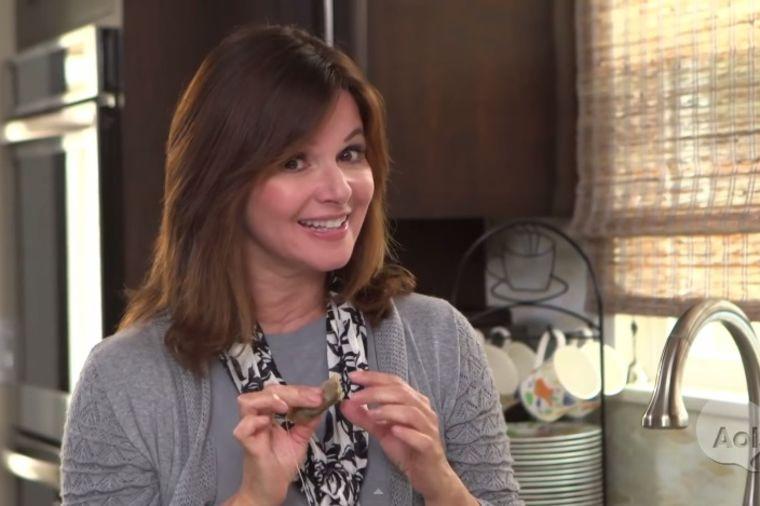 Kesicu od čaja stavila među prljave sudove: Oduševićete se kada vidite zašto! (VIDEO)