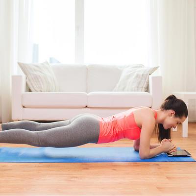 Vežba bez pokreta koja zateže svaki mišić: Najbrži put do izvajanog tela! (FOTO)