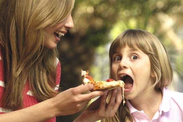 Otrov u omiljenoj hrani: Topli sendviči i pice izazivaju rak!
