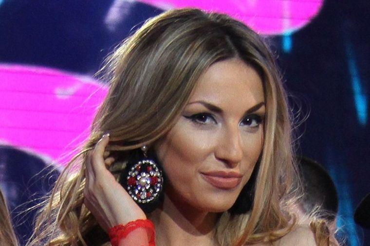Rada Manojlović sve ozbiljnija sa Momirom: Počeli da žive zajedno!