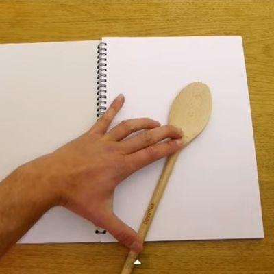 Samo je nacrtao kašiku na papiru! Rezultat: Zapanjujuć! (VIDEO)