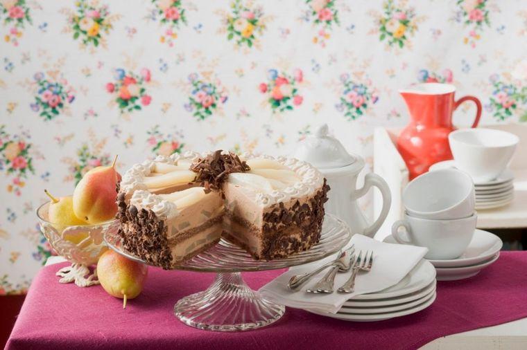Torta od krušaka sa lešnikom i čokoladom