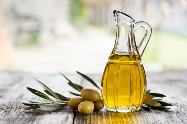 Pojedite svaki dan po kašiku maslinovog ulja: 4 dobre stvari koje će vam se dogoditi!